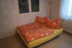 Couch zur Schlafmöglichkeit umfunktioniert